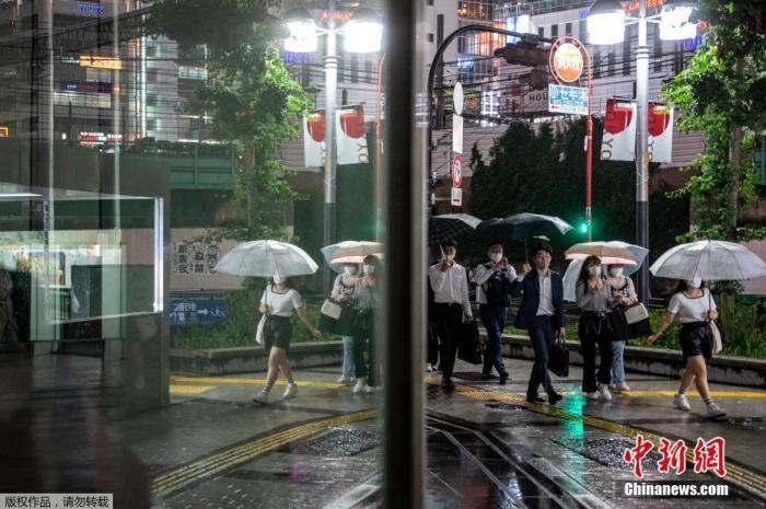 当地时间7月8日,鉴于日本东京都的新冠感染人数再次出现上升势头,日本政府正式决定,第四次对东京都发布紧急事态宣言,适用期为7月12日至8月22日。这意味着,7月23日开幕的东京奥运会全程都将处于东京都的第四次紧急事态宣言之中。