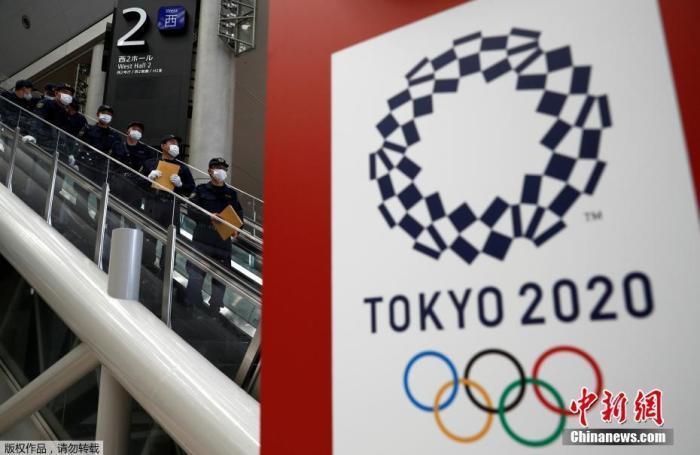 当地时间2021年7月12日,日本东京,东京奥运会开幕日期临近,警察对奥运会主新闻中心进行安全检查。