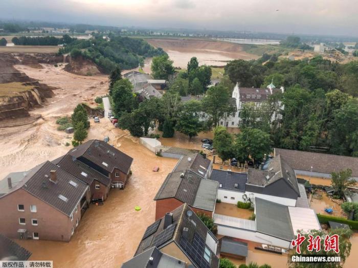当地时间7月16日,德国Erftstadt-Blessem,遭到洪水侵袭的城镇。
