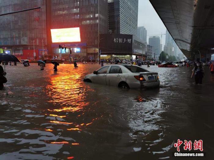 暴雨致河南多条线路受影响 铁路部门全力应对确保安全
