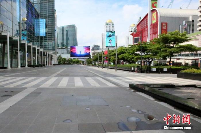 资料图:7月20日,泰国曼谷,空荡的尚泰世界购物中心广场。 <a target='_blank' href='http://www.chinanews.com/'>中新社</a>记者 王国安 摄
