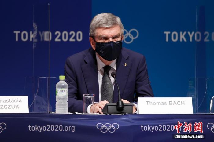 图为国际奥委会主席巴赫和澳大利亚奥委会方面就此举行新闻发布会。 /p中新社记者 富田 摄