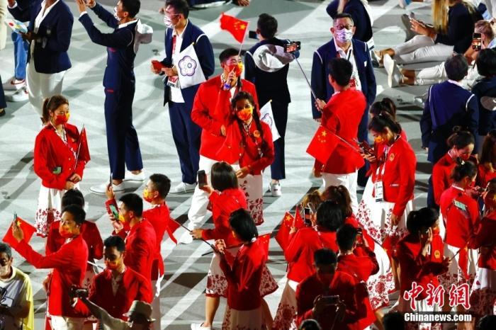 7月23日,第32届夏季奥林匹克运动会开幕式在日本东京新国立竞技场举行。图为中国体育代表团。 <a target='_blank' href='http://www.chinanews.com/'>中新社</a>记者 富田 摄