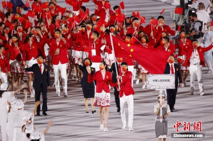 7月23日,第32届夏季奥林匹克运动会开幕式在日本东京新国立竞技场举行。图为中国体育代表团入场。 <a target='_blank' href='http://www.chinanews.com/'>中新社</a>记者 韩海丹 摄