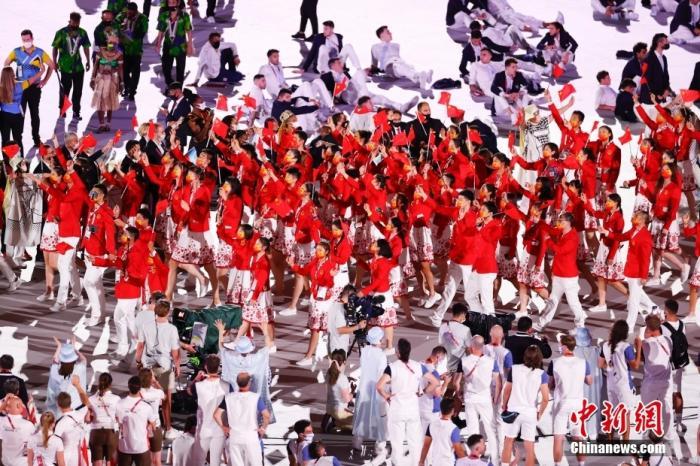 7月23日,第32届夏季奥林匹克运动会开幕式在日本东京新国立竞技场举行。图为中国体育代表团入场。 <a target='_blank' href='http://www.chinanews.com/'>中新社</a>记者 杜洋 摄