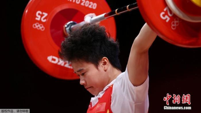 侯志慧女子举重49公斤夺冠:专注每一把,享受舞台