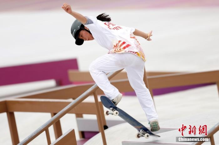 当地时间7月26日,中国选手曾文蕙在比赛中。当日,东京奥运会滑板女子街式赛决赛在东京有明城市运动公园举行,中国选手曾文蕙以9.66分位列第六。滑板比赛为首次进入奥运赛场。 <a target='_blank' href='http://www.orbitpk.com/'>中新社</a>记者 富田 摄