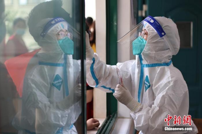 南京本土病例破百 疫情链条为何快速外溢?