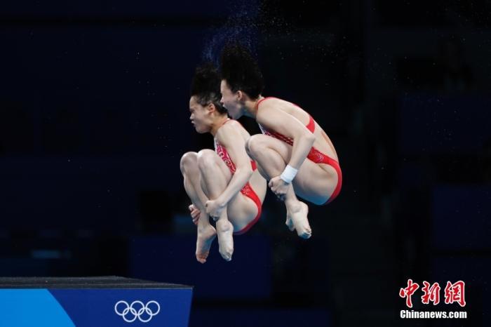 女子双人10米台中国小将强势摘金