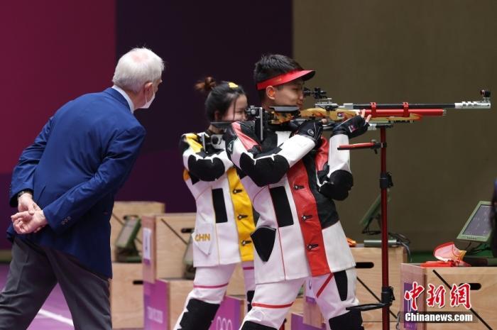 杨倩/杨皓然夺10米气步枪混合团体金牌
