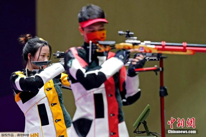 7月27日,在东京奥运会10米气步枪混合团体金牌战中,中国组合杨倩/杨皓然摘得金牌。这是中国体育代表团本届奥运会的第9金,杨倩成为了中国体坛首位00后奥运双金得主。