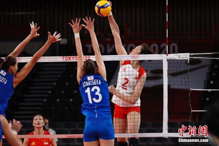 7月29日,东京奥运会女子排球小组赛继续进行,中国队2:3负于俄罗斯奥运选手队,小组赛三连败。作为上届奥运会的冠军,中国女排面临小组可能无法出线的尴尬局面。图为朱婷在比赛中。<a target='_blank' href='http://www.chinanews.com/'>中新社</a>记者 韩海丹 摄