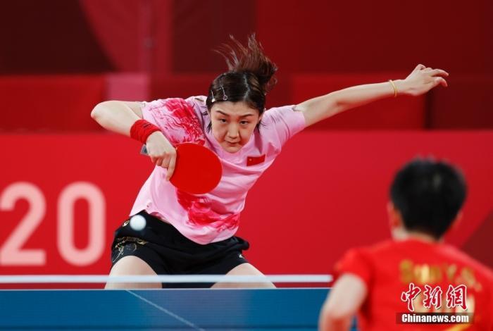 7月29日,在东京奥运会乒乓球女子单打决赛中,中国选手陈梦以4比2战胜队友孙颖莎,夺得冠军。图为陈梦在决赛中。 <a target='_blank' href='http://www.chinanews.com/'>中新社</a>记者 杜洋 摄