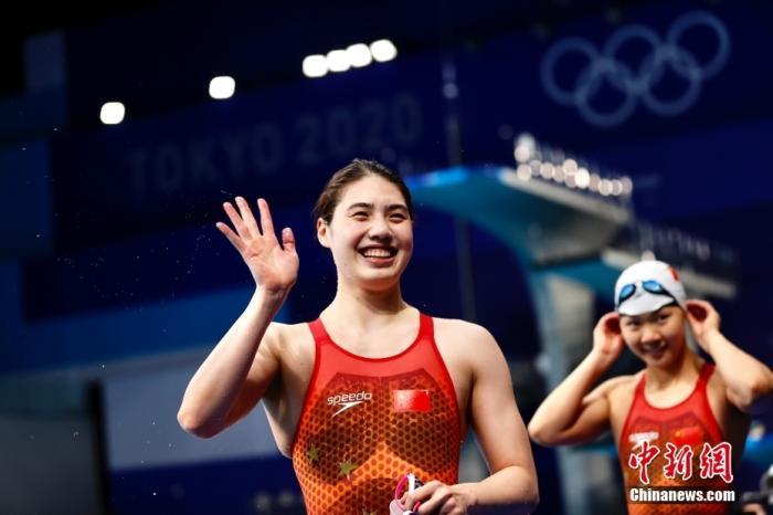 当地时间7月29日,中国游泳小花张雨霏在女子200米蝶泳决赛中,以2分03秒86力压强敌夺得冠军。这是中国泳军在东京奥运赛场收获的首枚金牌,同时也是中国代表团的第13金。<a target='_blank' href='http://www.chinanews.com/'>中新社</a>记者 富田 摄