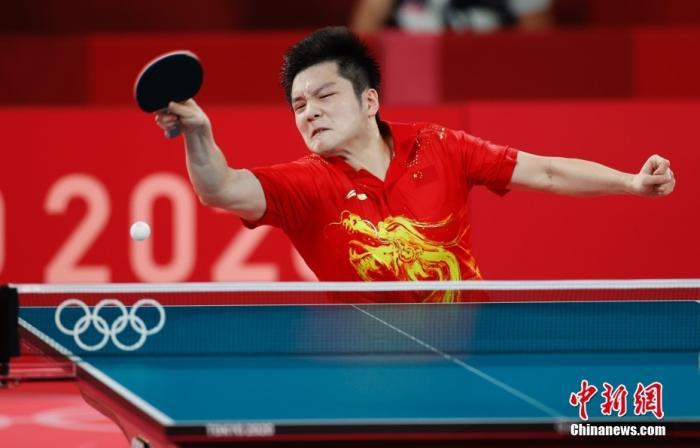 7月29日,在东京奥运会乒乓球男单半决赛中,中国选手樊振东4:3战胜中国台北选手林昀儒,挺进决赛。他决赛的对手将在队友马龙和德国名将奥恰洛夫之间产生。<a target='_blank' href='http://www.chinanews.com/'>中新社</a>记者 杜洋 摄