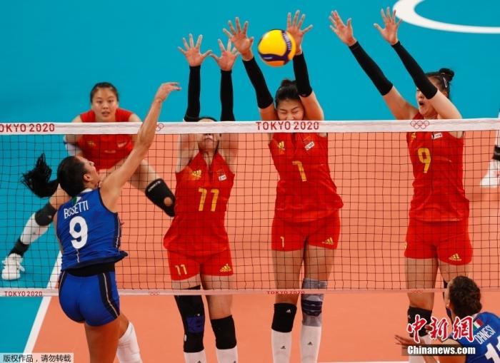 7月31日,东京奥运会女子排球小组赛第四轮举行,中国女排以3:0战胜意大利。虽然中国女排在比赛开始前已确定无缘小组出线,但姑娘们仍然不放弃每一个球的争夺,最终赢下对手,迎来东京奥运会首胜!