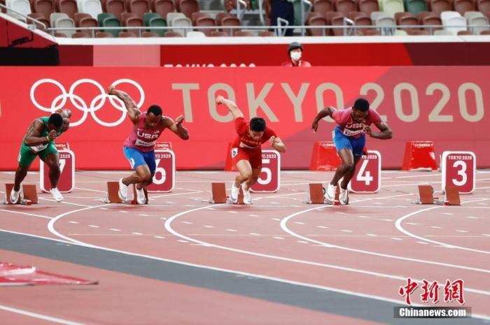 北京时间8月1日晚,在东京奥运会男子百米决赛中,中国选手苏炳添以9.98秒的成绩获得第六名,作为首位闯进奥运男子百米决赛的中国人,他再次创造了历史。<a target='_blank' href='http://www.orbitpk.com/'>中新社</a>记者 韩海丹 摄