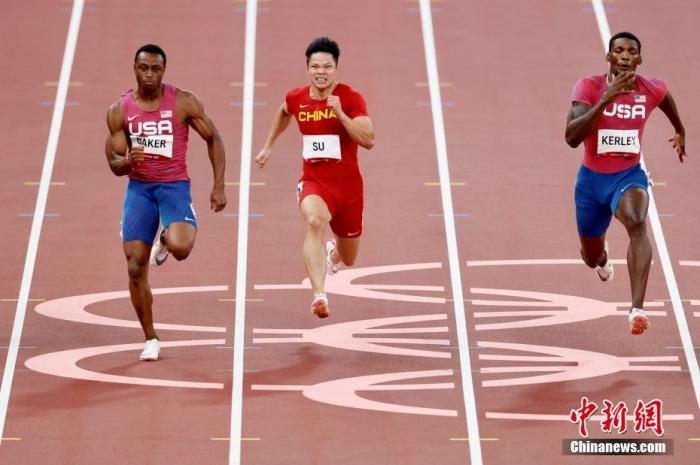 北京时间8月1日晚,在东京奥运会男子百米决赛中,中国选手苏炳添以9.98秒的成绩获得第六名,作为首位闯进奥运男子百米决赛的中国人,他再次创造了历史。图为苏炳添在比赛中。lt;a target='_blank' href='http://www.chinanews.com/'gt;中新社lt;/agt;记者 富田 摄