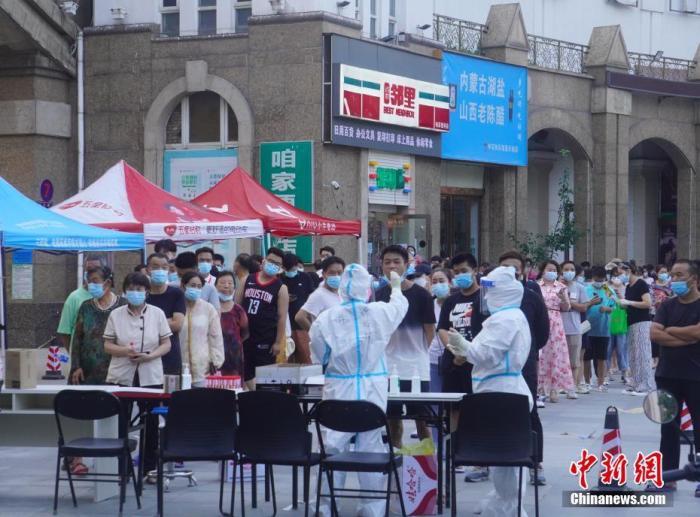 資料圖:鄭州市民接受核酸檢測。中新社記者 劉鵬 攝