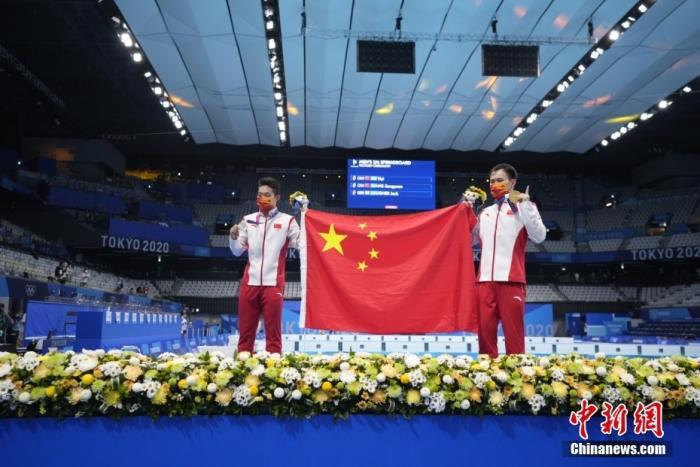 谢思埸、王宗源包揽男子3米板个人赛冠亚军图片