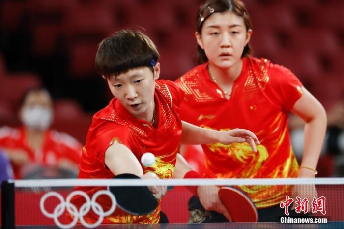 中国女乒完胜新加坡晋级女团4强 将与德国队争决赛权图片