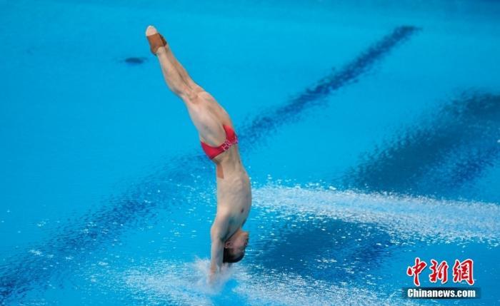 当地时间8月3日,东京奥运会男子单人3米跳板决赛中,中国选手谢思埸以558.75分首次加冕该项目奥运冠军。图为谢思埸在比赛中。 <a target='_blank' href='http://www.chinanews.com/'>中新社</a>记者 杜洋 摄