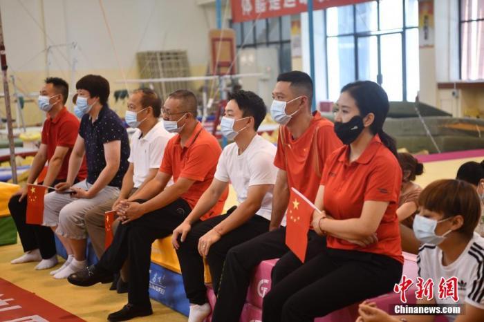"""邹敬园双杠摘金 """"奥运五金王""""邹凯:对中国体操复兴很关键图片"""