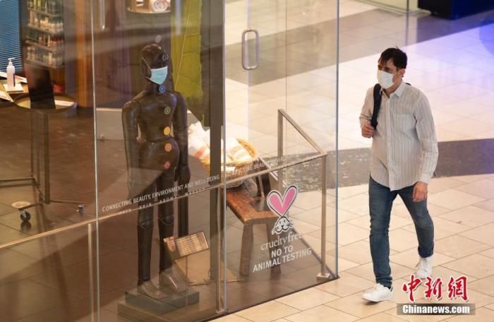 资料图:当地时间8月3日,顾客在美国加州旧金山一家商场内购物。 <a target='_blank' href='http://www.chinanews.com/'>中新社</a>记者 刘关关 摄
