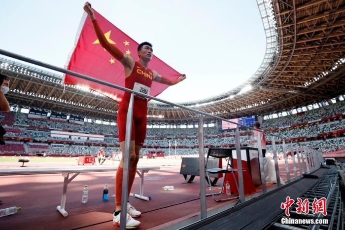 奥运男子三级跳摘银 朱亚明:奇怪总在单数年出成绩图片