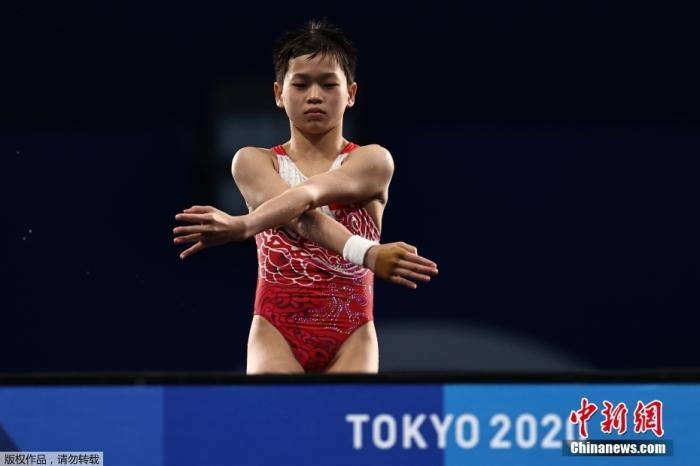 8月5日,东京奥运会女子10米跳台决赛,年仅14岁的全红婵在比赛中三次跳出满分动作,凭借优异的发挥夺得金牌。全红婵也是本届奥运会中国代表团年龄最小的运动员。