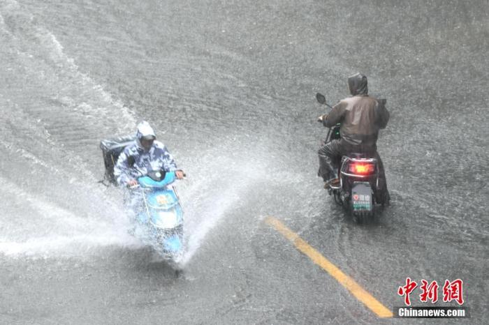 西南地区有强降水 华北黄淮等地有强对流天气图片