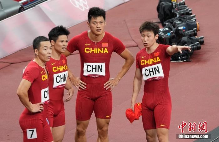 東京奧運會男子4X100米接力決賽中,由湯星強(右)、謝震業(右二)、蘇炳添(左二)和吳智強(左)組成的中國隊以37秒79的成績,獲得第四名。 <a target='_blank' >中新社</a>記者 杜洋 攝