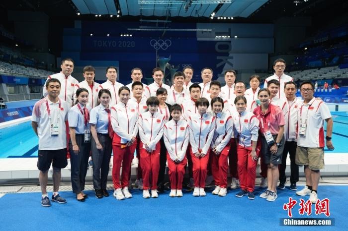 8月7日,东京奥运会跳水比赛全部结束后,中国跳水队集体合影。中国跳水队在本届奥运会取得7金5银的佳绩。 <a target='_blank' href='http://www.chinanews.com/'>中新社</a>记者 杜洋 摄