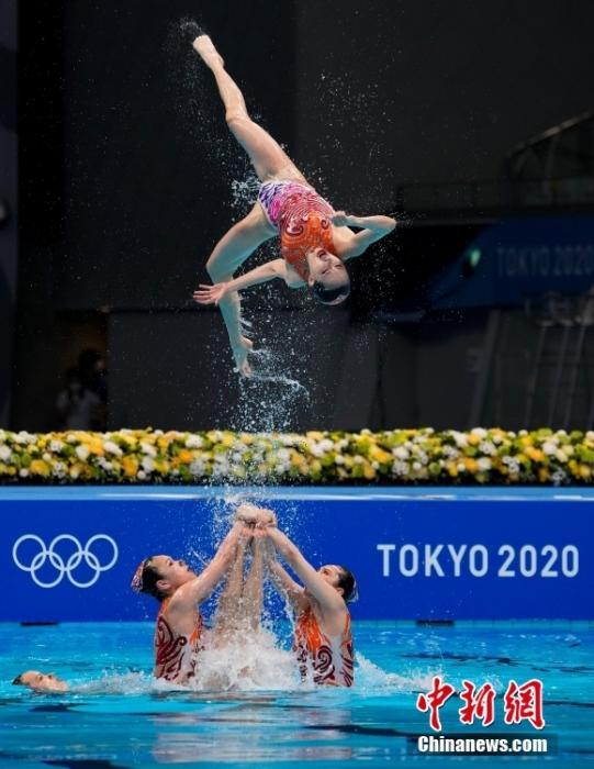 当地时间8月7日,在东京奥运会花样游泳团体自由自选比赛中,中国队得到97.3000分,加上此前技术自选得分,以总分193.5310分获得亚军,获得冠军的是实力强大的俄罗斯奥运选手队。<a target='_blank' href='http://www.chinanews.com/'>中新社</a>记者 杜洋 摄