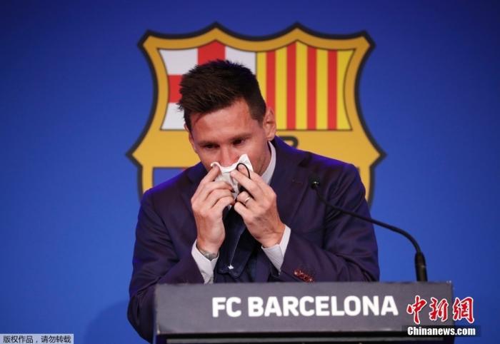 北京时间8月8日,阿根廷球星梅西在西班牙巴塞罗那诺坎普体育场举行发布会,现场说明了关于自己离开巴萨的相关问题。发布会现场,梅西情绪激动,几度哽咽落泪。
