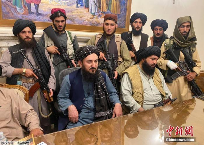 当地时间8月15日,阿富汗塔利班进入总统府。据报道,阿富汗塔利班发言人对半岛电视台称,在阿富汗,战争已经结束,统治情况和政权形式等很快就会明朗。