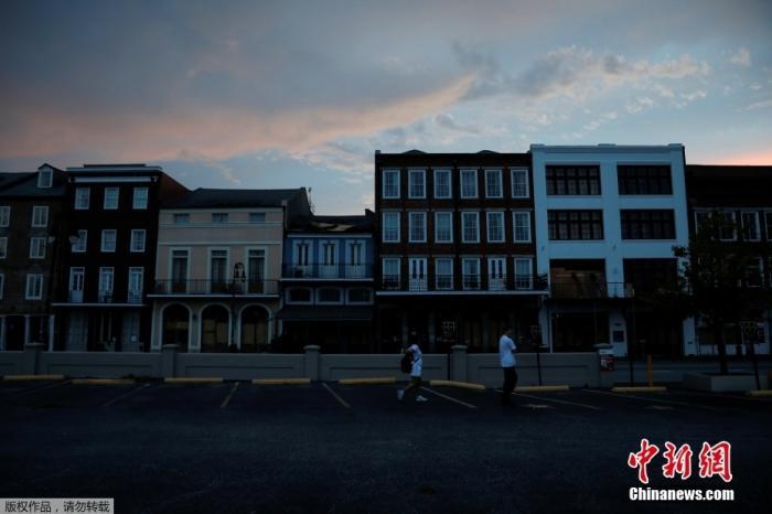 """美媒:飓风""""艾达""""在美国已致82人死亡 路易斯安那州多地能源短缺"""