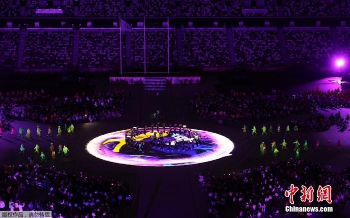 9月5日,第16届夏季残疾人奥运会闭幕式在日本东京举行。图为闭幕式上的演出。