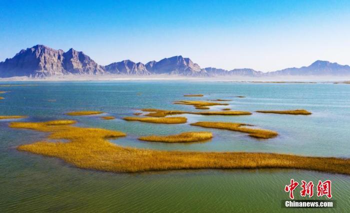 资料图:新疆兵团永安湖自然景观奇特而神秘。奉正云 摄