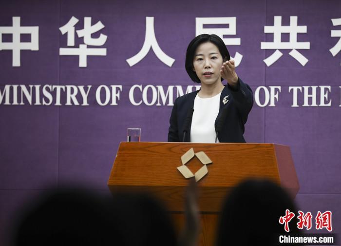 9月9日,中国商务部在北京举行例行新闻发布会,商务部新闻发言人束珏婷介绍了《2020年度中国对外承包工程统计公报》的具体内容。 中新社记者 赵隽 摄