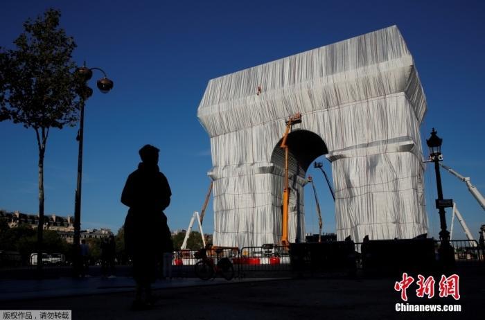 """""""被包裹的凯旋门""""艺术项目正式向公众开放"""