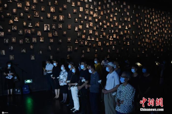 9月18日,江苏省南京市,民众来到侵华日军南京大屠杀遇难同胞纪念馆,缅怀同胞,铭记历史。图片来源:ICphoto