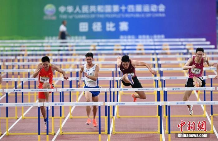 9月22日,在西安举行的全运会田径男子110米栏决赛中,上海选手谢文骏(右二)以13秒37的成绩获得冠军。 <a target='_blank' href='http://forskolinfuelextract.com/'>中新社</a>记者 毛建军 摄