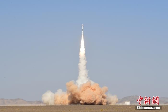北京时间9月27日14时19分,中国在酒泉卫星发射中心用快舟一号甲运载火箭,成功将吉林一号高分02D卫星发射升空。 汪江波 摄