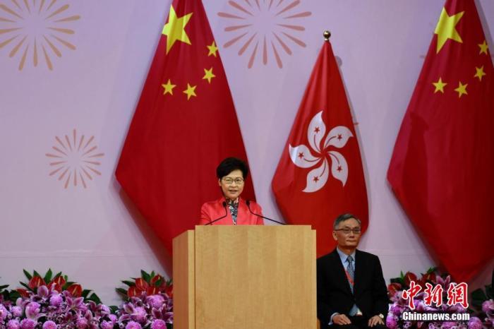 10月1日,香港特区行政长官林郑月娥出席祝贺酒会并致辞。李志华 摄