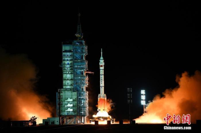 """华侨华人关注""""神舟十三""""发射:见证中国航天每一步"""