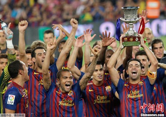 北京时间8月18日凌晨5点,2011年西班牙超级杯次回合比赛在诺坎普开战,巴萨主场迎战皇马。最终巴萨3-2战胜皇马,以总比分5-4卫冕西班牙超级杯。