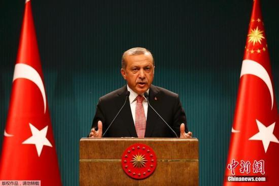 资料图:土耳其安卡拉,土耳其总统埃尔多安发表讲话。土耳其总统埃尔多安称土耳其将实施3个月的紧急状态,此举的目的是为了加强民主和自由。