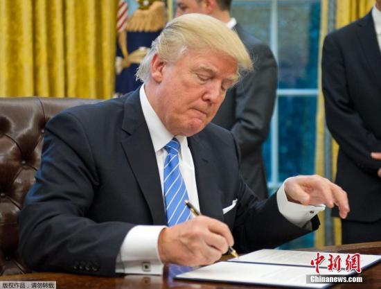 特朗普签署备忘录禁止变性人参军 称其扰乱队伍