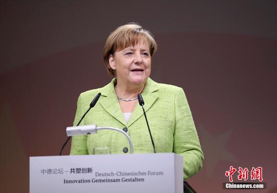 """当地时间6月1日上午,中国国务院总理李克强在柏林与德国总理默克尔共同出席""""中德论坛―共塑创新""""并发表演讲。图为德国总理默克尔发表演讲。 中新社记者 刘震 摄"""